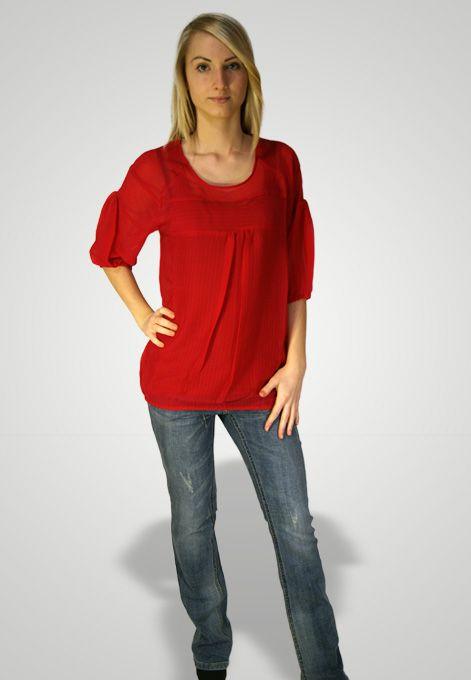 Luxusní top v částečně průsvinté červené barvě. U pasu a rukávů elastická guma. V zadu zapínání na knoflík. Materiál: 100% polyester.