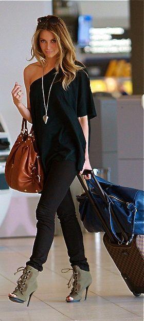 Jennifer Hawkins- she looks so hot even at the airport haha