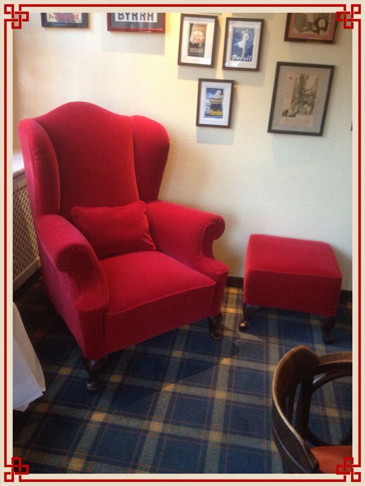 Die besten 25 rote couchdekoration ideen auf pinterest for Roter ohrensessel