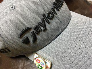 先週に引き続き、またまたゴルフ 帽子がボロボロだったので新しいのを購入!  テーラーメイドのグレ...