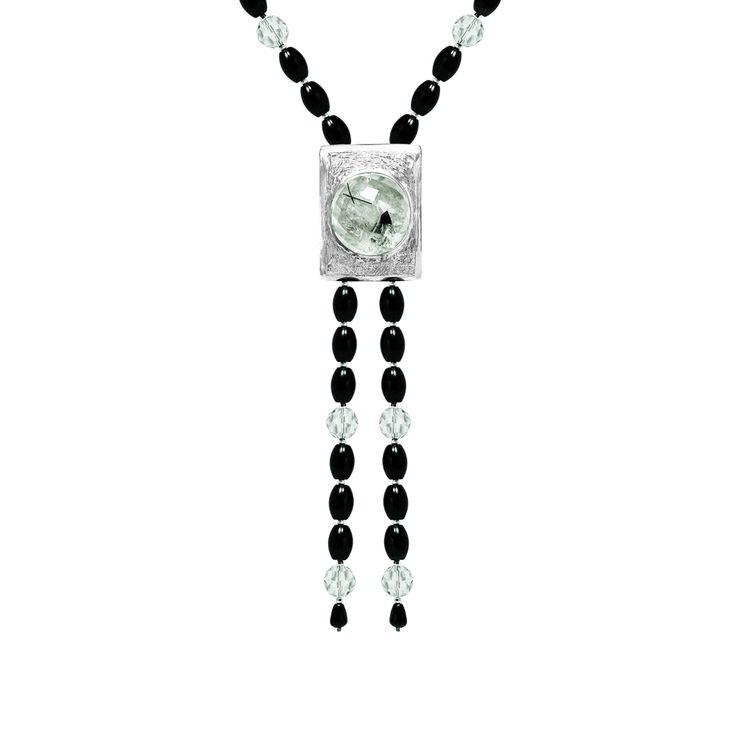 Collar de ágatas negras y cuarzos cristal con pieza en plata 950 con cuarzo turmalinado