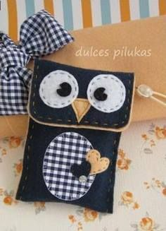 Felt owl purse...or eyeglass holder!   <3