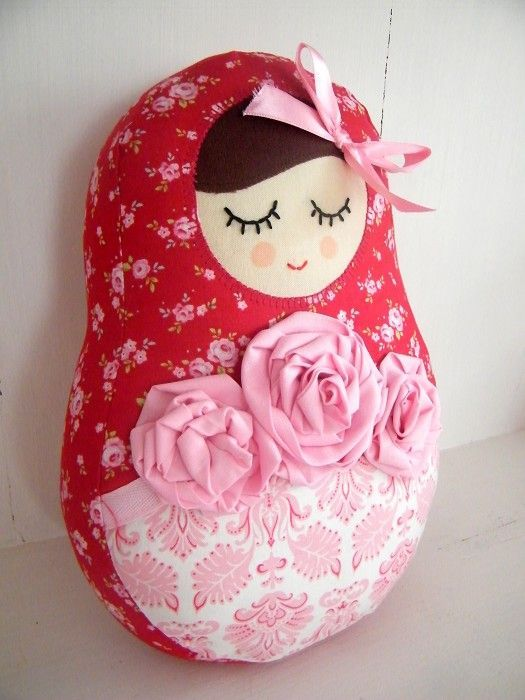 Gorgeous Russial Doll cushion. Can't find the original source but she's too pretty not to pin!