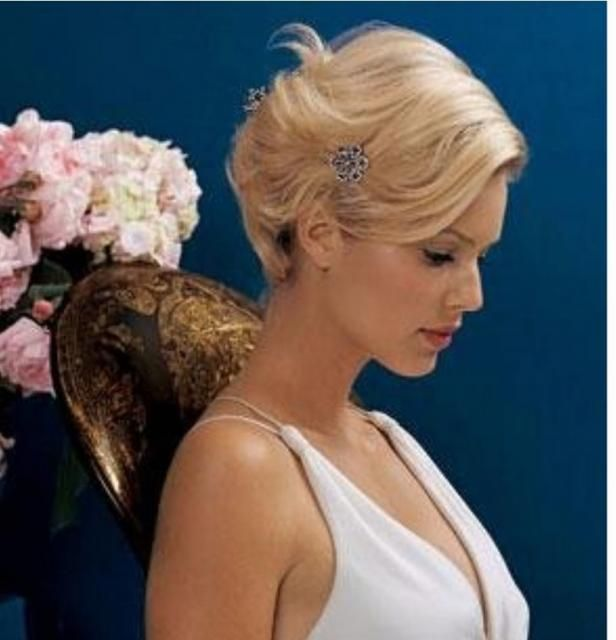 Blonde Short Bridal Hairstyle With Small Cute Crystal Hair Clip