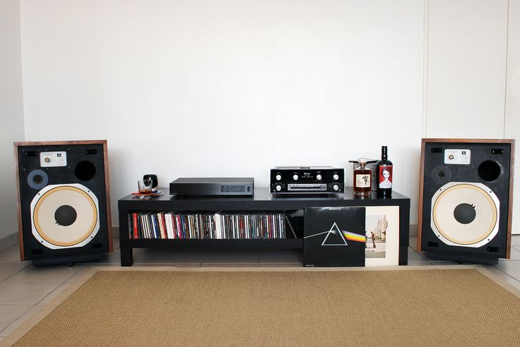 Vintage JBL and McIntosh playing some Floyd.