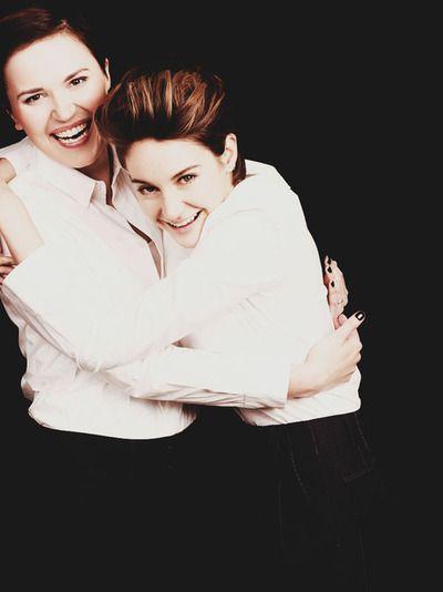 oh look tris is hugging her killer