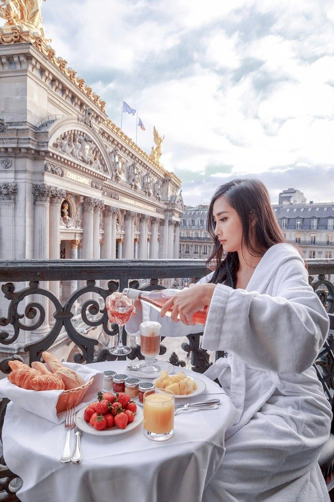 Intercontinental Paris Le Grand - The Best Views of Palais Garnier | Of Leather and Lace | best hotels in paris, hotel in paris, travel inspiration, hotel room with a view, hotel room view, amazing views, hotel reviews, paris hotel, paris hotel room, hotel room view