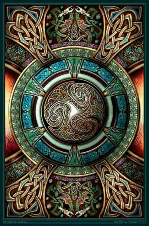 The middle is shaped in the form of the Celtic Triscilion