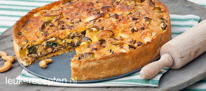 Probeer eens dit recept voor hartige taart met gehakt, prei en cashewnoten