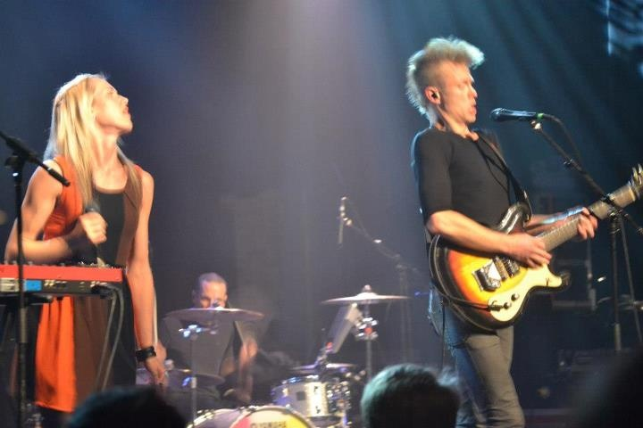 Mother Mother performs The Sticks in Montreal at the Corona Theatre #mothermother #ryanguldemond #mollyguldemond