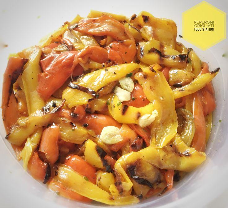 I peperoni alla griglia sono un contorno buonissimo per accompagnare i secondi di carne, ma spesso li uso come passepartout per creare tanti piatti diversi!