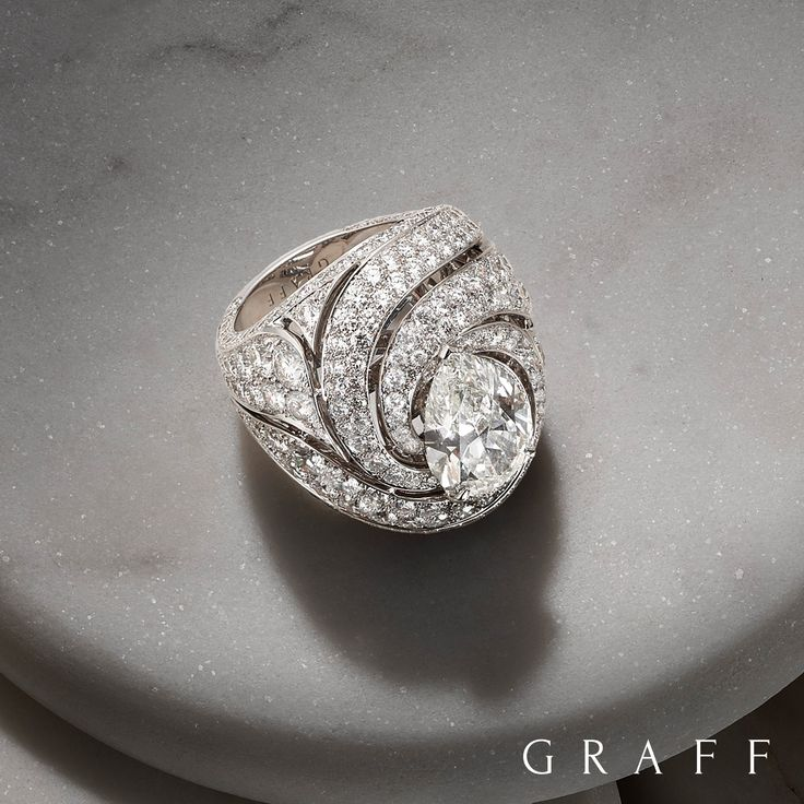 Our Swirl rings combine bold, highly defined lines with a delicate geometric rhythm, creating sensuous curves that lure the eye and fixate the attention.