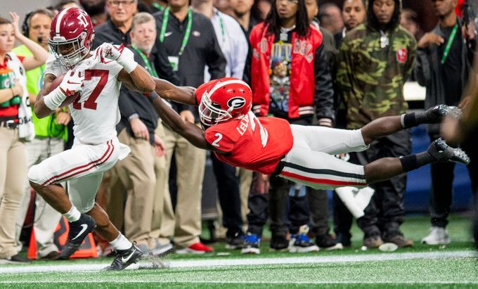 Alabama Wide Receiver Jaylen Waddle 17 Breaks The Tackle Of Georgia Defensive Back Richard Lecounte 2 On A Long Touchdown Play I In 2020 Alabama Georgia Alabama Vs