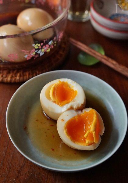 これからの季節、冷やし中華などのトッピングにおすすめの、酸っぱくてピリ辛の漬け卵です。即席ラーメンやドライカレーのトッピングや、そのままおつまみとしても◎