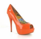 Shopwithyourfriends  Oranje Pump Lak Leder look
