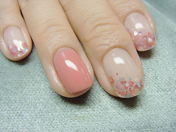 〔セルフネイル〕ペールピンクを使って、ちび爪・でか爪をきれいな桜の花びらにする *|MERY [メリー]