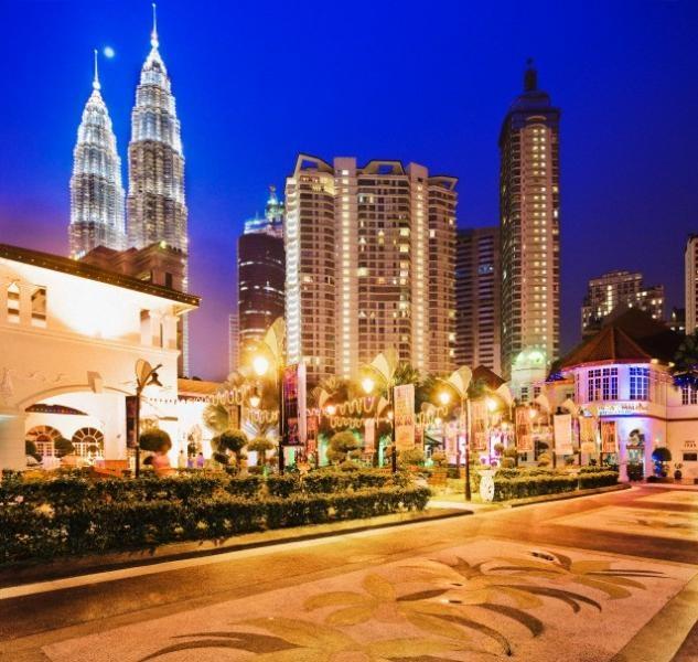 Kuala Lumpur en Malasia: Más información: http://www.mundo-geo.es/viajes-y-expediciones/viajes/los-10-viajes-mas-baratos-en-verano