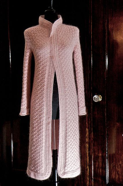 Ivel by Evi T'Bolt. Exquisite coat shaped with darts.