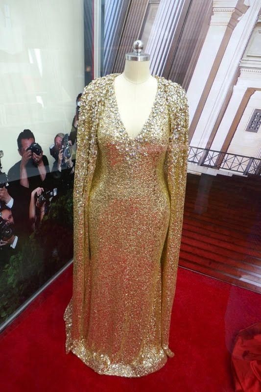 Mindy Kaling Oceans 8 Naeem Khan Gold Gown Gala Gowns Dresses Gold Dress