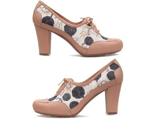 Twins come as light pink and muticolour pumps with laces. They are made of full grain leather and the heel measures 8.5 cm.