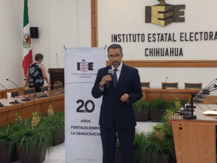 <p>Chihuahua, Chih.- Está mañana en el interior de las oficinas del Instituto Estatal Electoral (IEE), el presidente de este lugar Antonio Meráz
