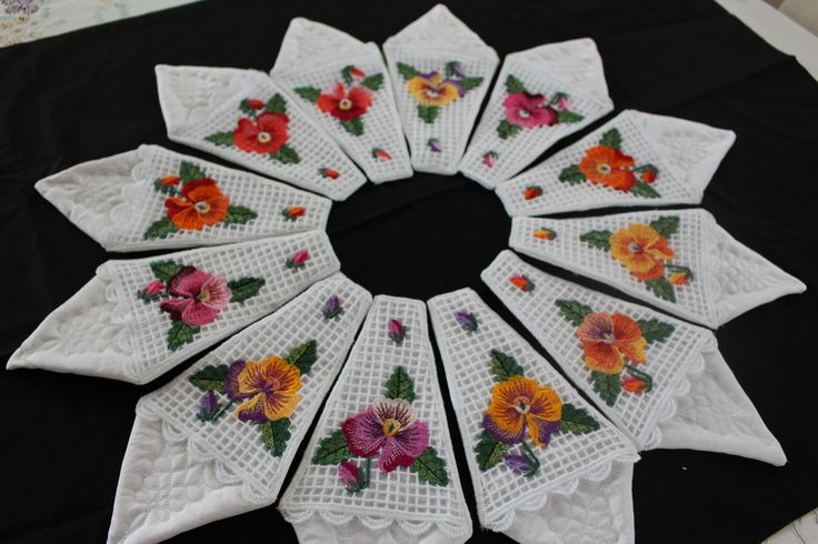pansy napkin and cutlery holder created by allthingspretty-happygirl.blogspot.com
