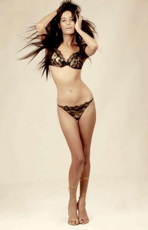 Poonam Pandey showing hot body in bikini