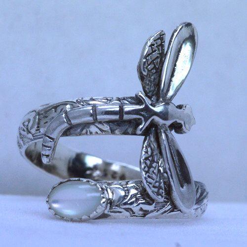 Nácar hecho a mano plata libélula cuchara anillo ajustable (cualquier tamaño) de thesilverart en Etsy https://www.etsy.com/es/listing/220222030/nacar-hecho-a-mano-plata-libelula