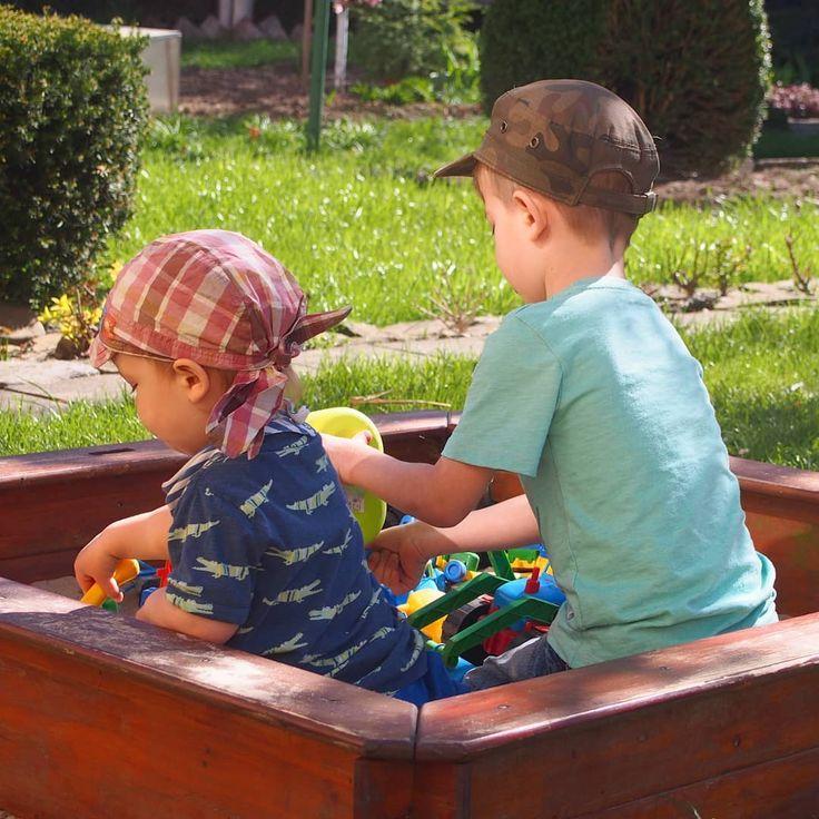 """""""Dwóch braci - potrafią kłócić się o wszystko, bić się do upadłego, skarżyć na siebie, ale też…"""" #kids #brotherhood"""