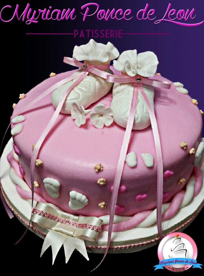 Cake bautismo con escarpines de azucar