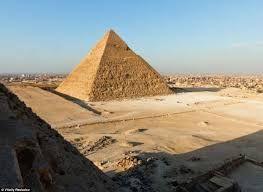 La piramide de Kefren la segunda piramide de las tres famosas de Guiza #viaje #Egipto #Guiza #piramides  http://www.maestroegypttours.com/sp/paquetes-de-viajes-egipto/Paquetes-de-viajes-Egipto-y-Jordania/Paquete-de-viajes-a-Egipto-y-Jordania