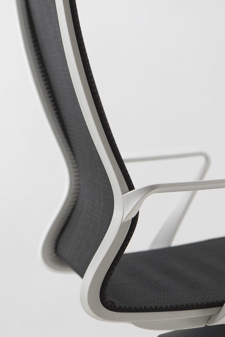 Detail of Dinamica semi-executive chair. Elegant Shape