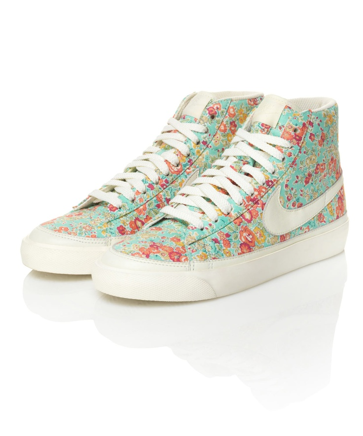 omg im dying! blazers are my all time fave nike shoe. these WILL be my next purchase!! :) Nike Dunk Blazer Mid trainers in Tatum Print.