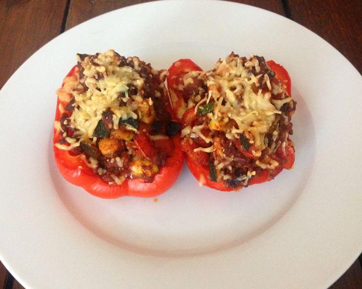 Gevulde paprika, een makkelijk en zeer smakelijk gerecht, waarbij je ook nog eens voldoende groenten binnen krijgt. Een versie voor 1 persoon.