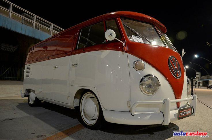 kombi-furgao-1972-branca-vermelha-rebaixada-3