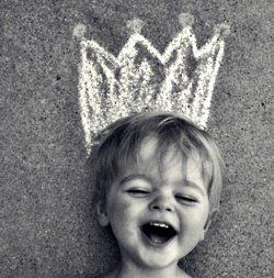 What a great photo idea for all those little princes and princesses!