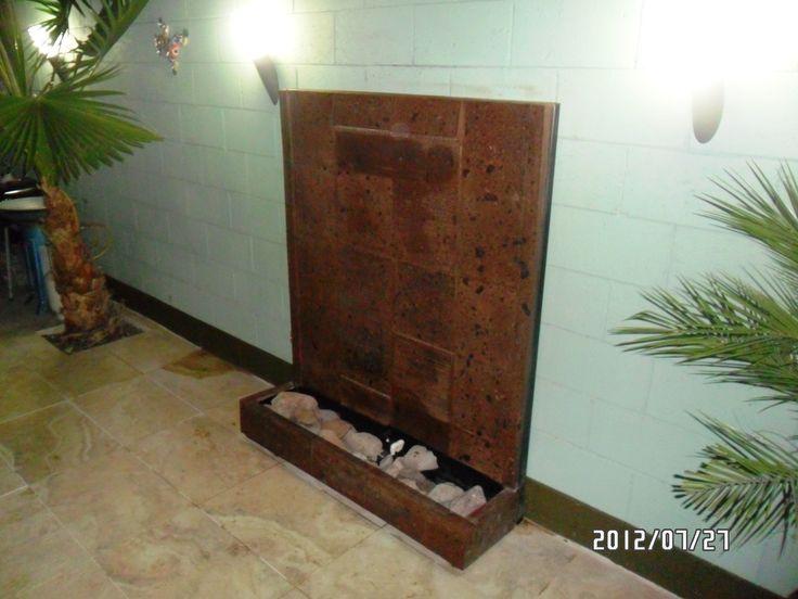 Fuente de cantera con piedra de rio para patio interior - Decoracion para paredes ...