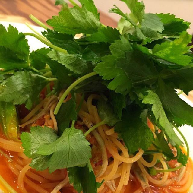 葉野菜は生で♪ - 102件のもぐもぐ - 今日のまかない「三つ葉山盛りの新子のマリナーラ」 by Skytripper