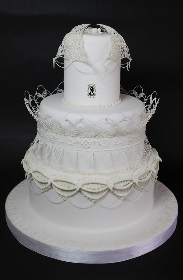 Victorian Total White - Cake by RoyalSugarArt