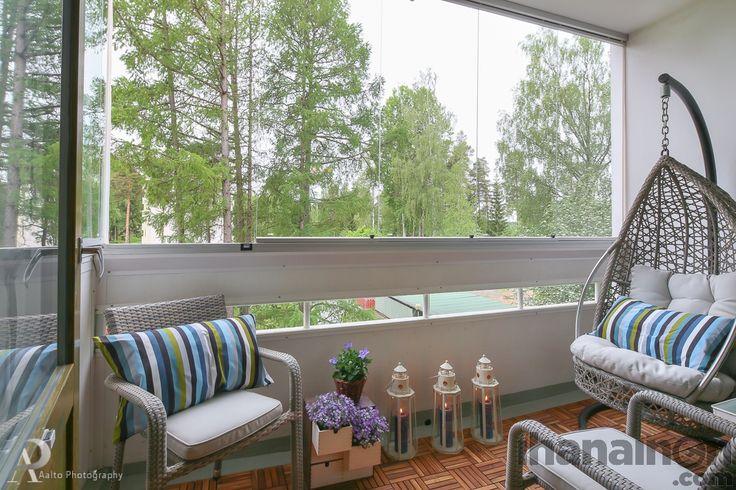 Ihanainen.com sisustussuunnittelu. Lemmikki-kodin parveke kauniina kesäpäivänä. #parveke #balcony #sisustus #sisustusuunnittelu #tampere