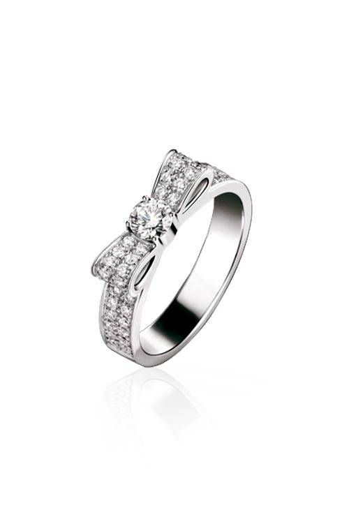 1932 ring in 18k white gold and diamonds :: Chanel fine jewelry. For my Ash!
