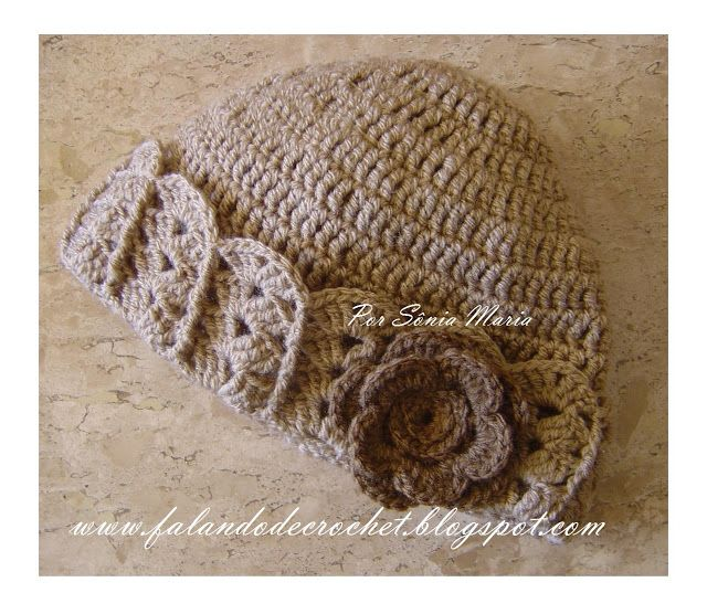 """FALANDO DE CROCHET"": GORRO DE CROCHET BEGE COM PASSO-A-PASSO crochet hat with flower, shells and front post double crochet stitches fpdc"