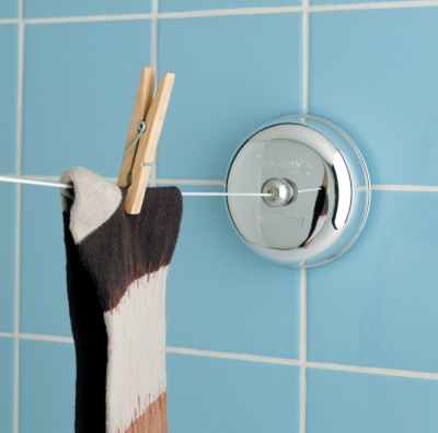 Almacenes Unidos R.D.; Tendedero retractable par el baño. Se disimula al poner a nivel de la barra de la cortina. ✭▼