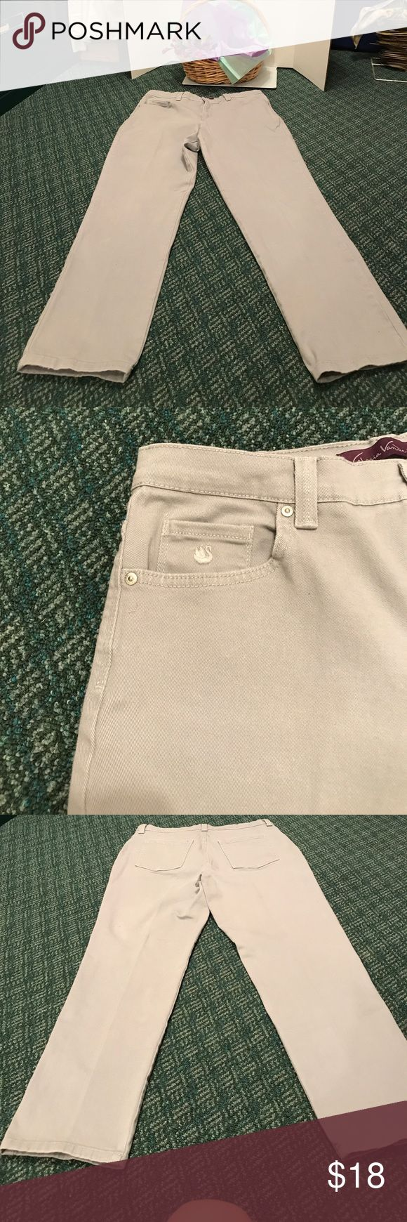 Gloria Vanderbilt Ladies light gray Jeans GV jeans are flattering and have a comfortably chic look - featuring a casual 5 pocket styling and a solid Glacial Gray color. Straight Legs. Like New no flaws. Jeans Straight Leg