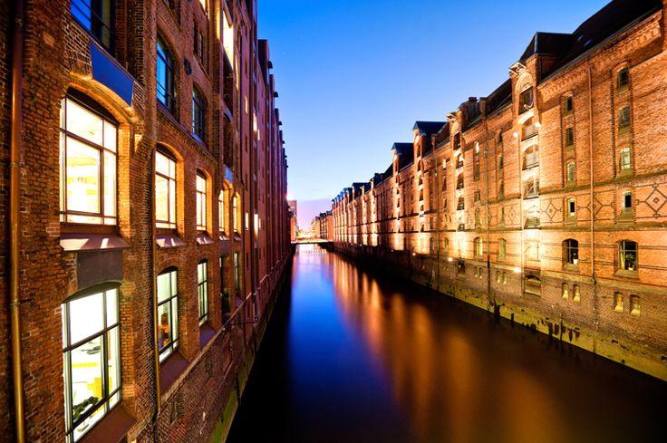 Il passato marittimo di Amburgo - e il suo futuro - è esaminato in dettaglio nell'eccellente Internationales Maritimes Museum, un museo privato che occupa dieci piani di un magazzino di spedizioni marittime in mattoni, completamente ristrutturato.