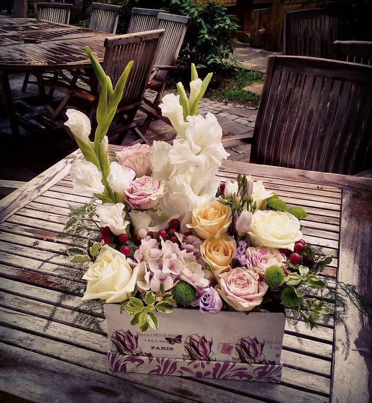 """2 aprecieri, 1 comentarii - Floraria Dorothy's (@florariadorothys) pe Instagram: """"Flowers in a box.. #flowerbox #cluj #clujlife #clujnapoca #clujcenter #floricluj #viataincluj…"""""""