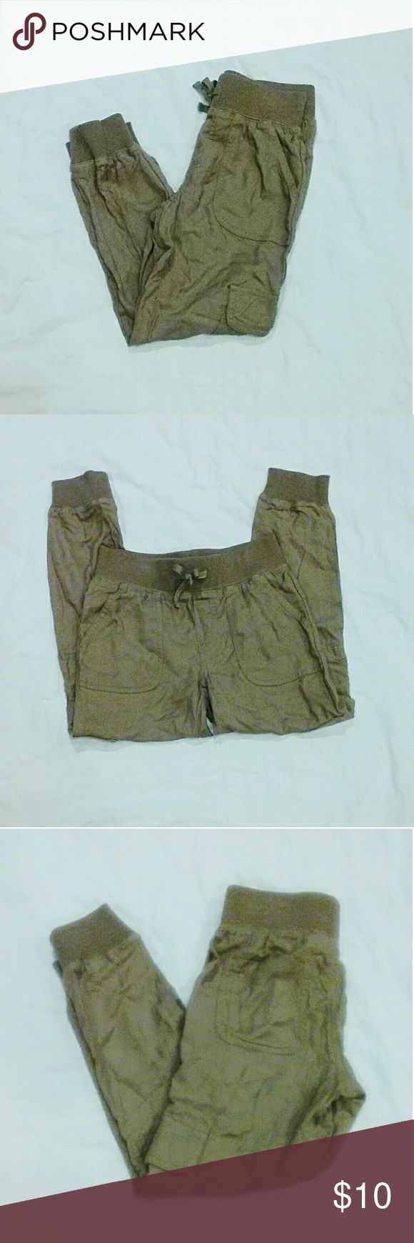 Mud Size 8 Girl Khaki Jogger Pants Pre-owned but in Great Condition. Total of 6 pockets. Two front, two back, and one on each side of the leg. Waist has string to tighten or loosen. Mudd Bottoms