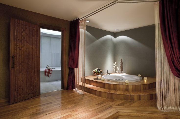 VIP SPA's private jacuzzi, turkish bath, and dressing rooms with showers