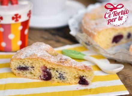Focaccia dolce di #ciliegie: una #merenda con ingredienti biologici per assaporare la natura d'estate.Perfetta da preparare e poi portare con sé, avvolta in un tovagliolo, durante le passeggiate in montagna.