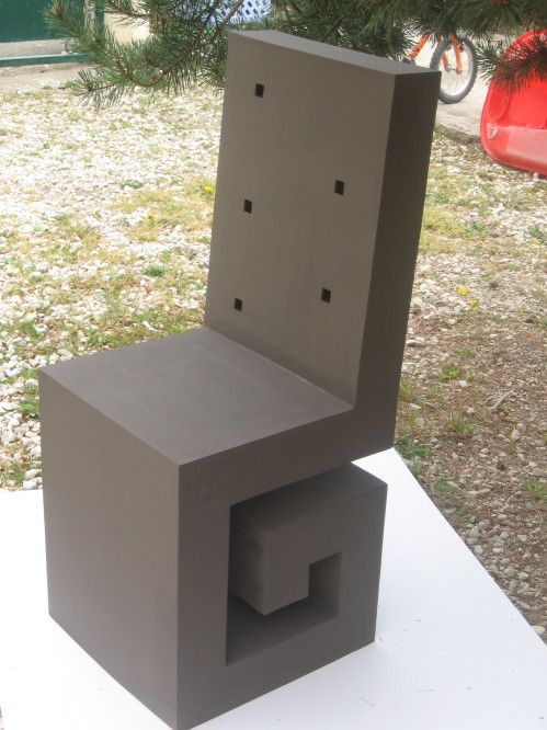 Siège design tout en carton terminé - meubles en carton marie krtonne